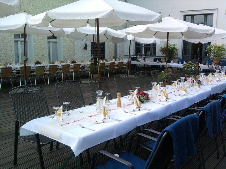 Beispiel: Hochzeitskaffeetafel, Foto: Weisse Villa.