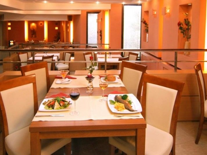 Restauracja Nova, Hotel Felix
