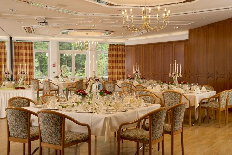 Beispiel: Hochzeitsgedeck, Foto: Hotel am Badersee.