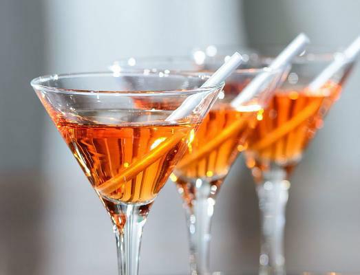 Beispiel: Stoßen Sie zur Vermählung mit leckeren Cocktails an, Foto: 4C Catering.