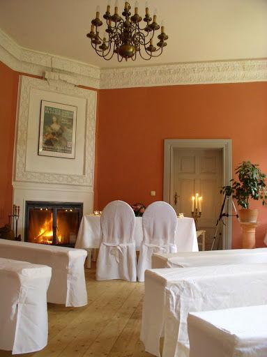 Beispiel: Roter Salon, Foto: Schloss Neuhausen.