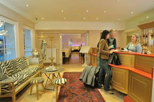 Beispiel: Rezeption, Foto: Wedding Hotel Heitzmann.