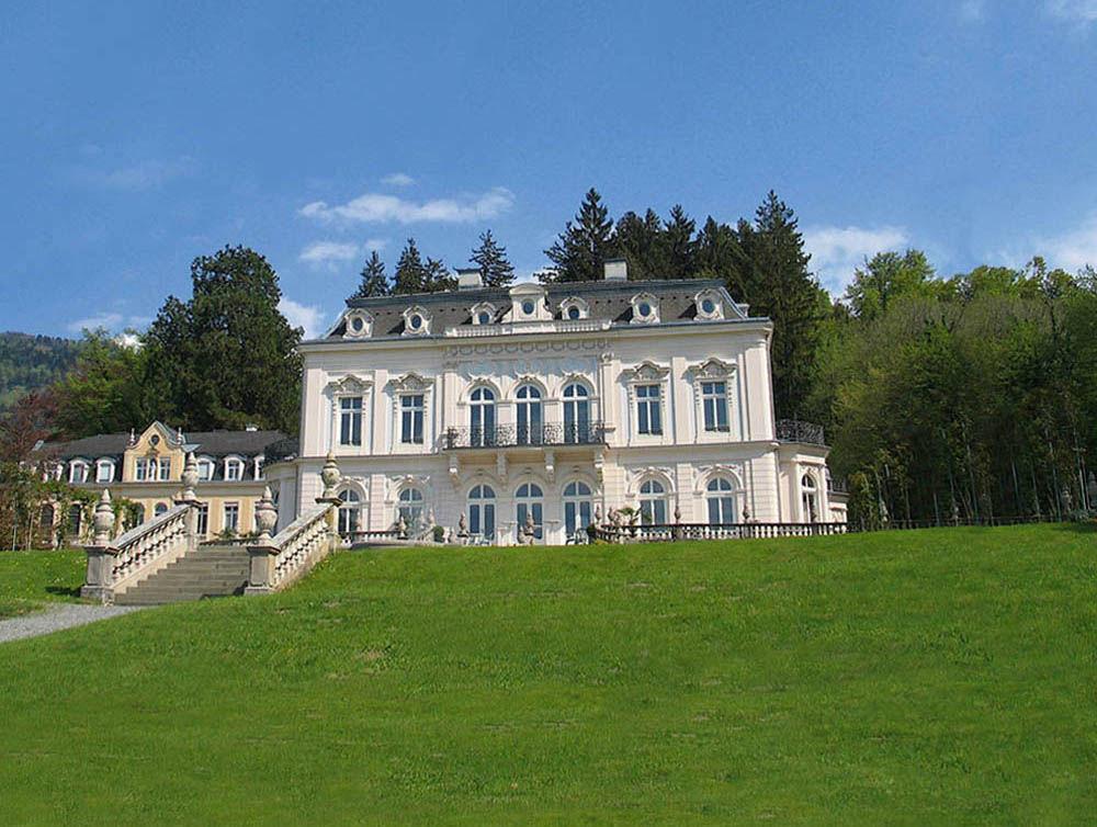 Beispiel: Vorderansicht der Villa, Foto: Villa Raczynski.