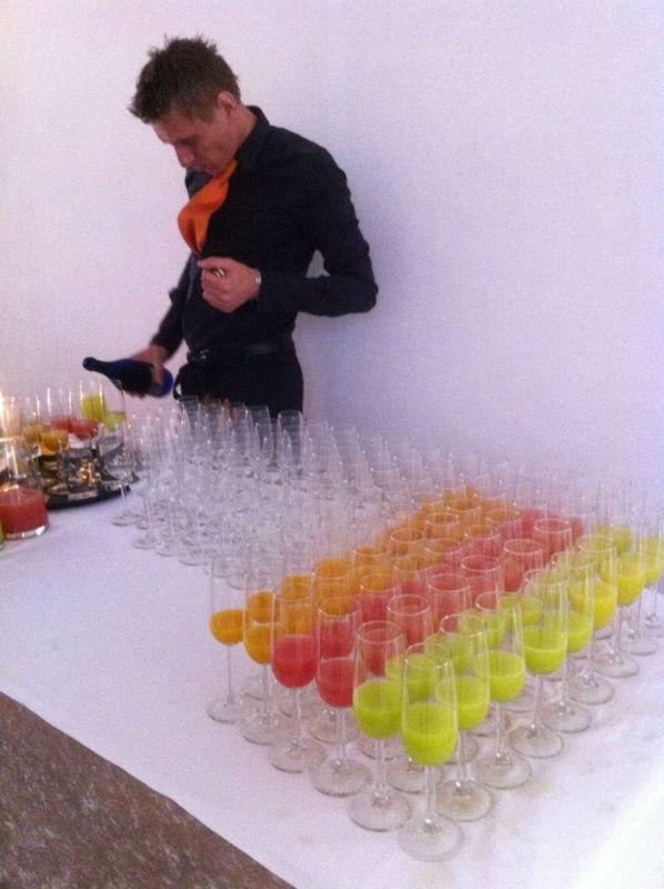 Beispiel: Farbige Sektspezialitäten, Foto: Bar and more Eventcatering.