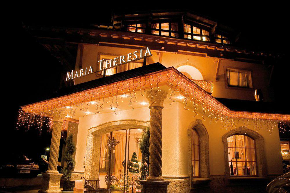 Beispiel: Beleuchtetes Hotel am Abend, Foto: Garten Hotel Maria Theresia.