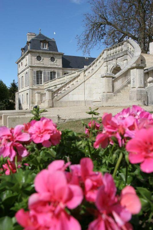 Château de Serans : le grand escalier