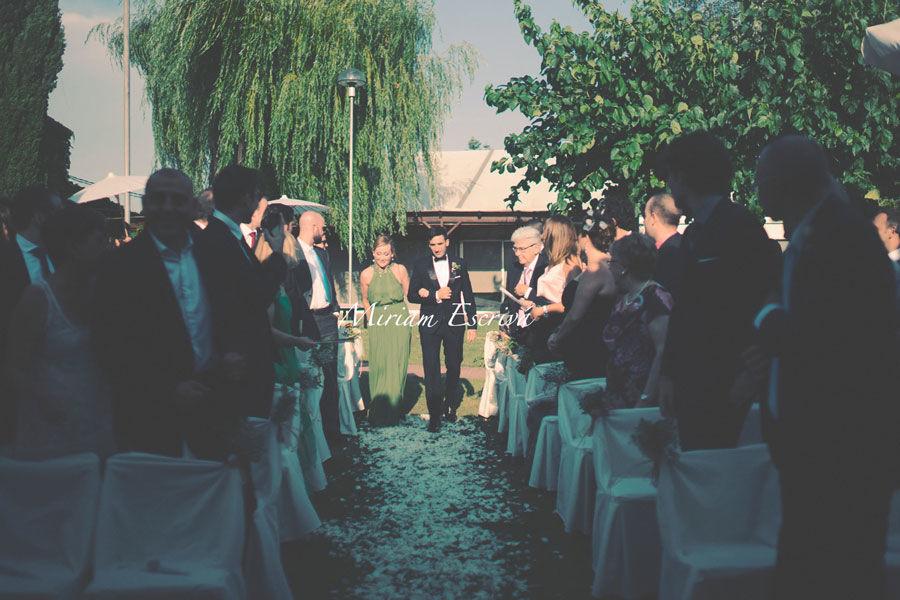 Entrada del novio en la ceremonia civil