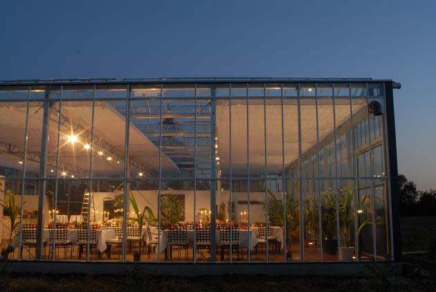 Beispiel: Außenansicht am Abend, Foto: Gwächshaus.