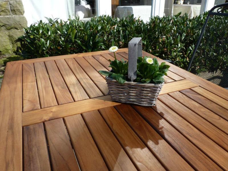 Beispiel: Terrassentisch, Foto: AKZENT Hotel Saltenhof.