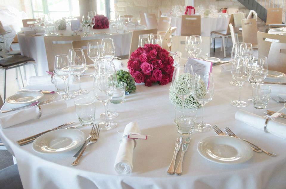 Beispiel: Edle Tischdekoration für die Hochzeit, Foto: Blumen Sonn.