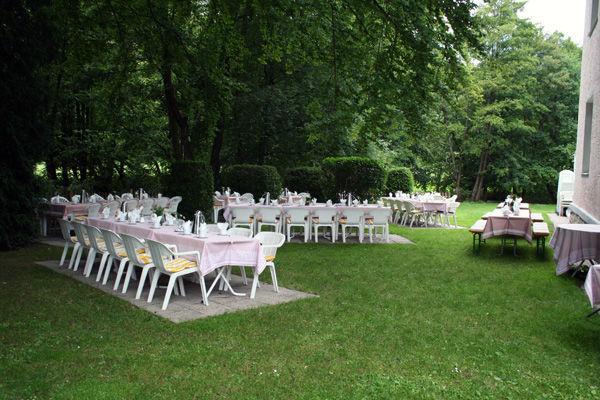 Beispiel: Feiern im Garten, Foto: Landhaus Lindenhof.
