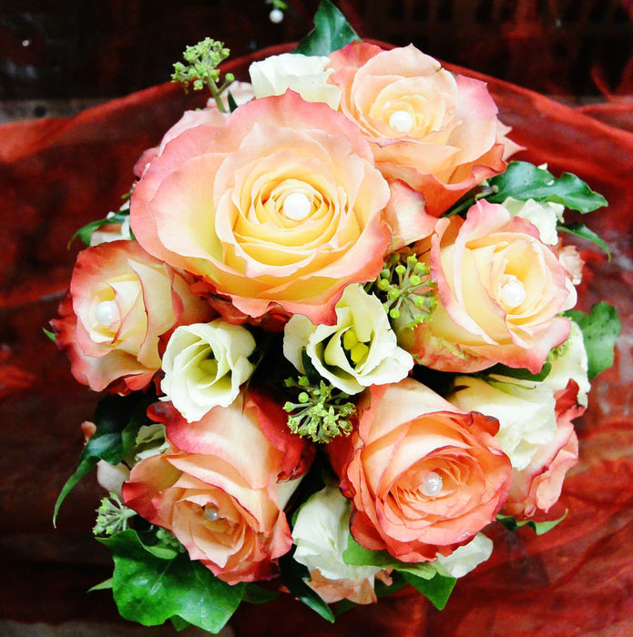 Beispiel: Brautstrauß in Apricot, Foto: Florist Atelier Klotz.