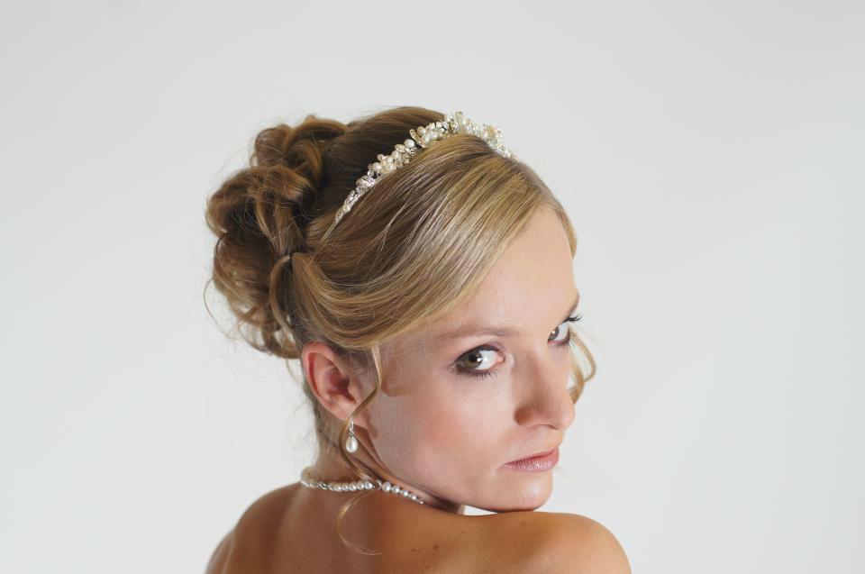 Beispiel: Verzaubern Sie Ihren Bräutigam, Foto: Die Rollenden Friseure. Stylistin: Tanja Ill