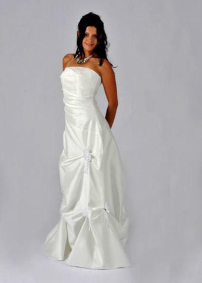 Beispiel: Brautmode mit Stil, Foto: Le Chat.