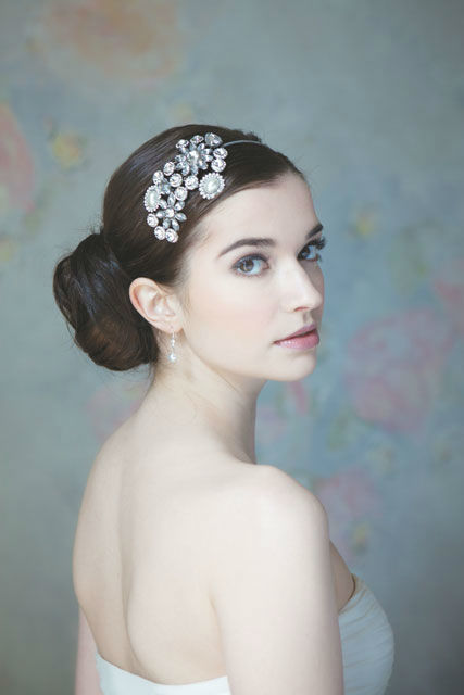 Beispiel: Haarschmuck für die Braut, Foto: Brautatelier Tara.