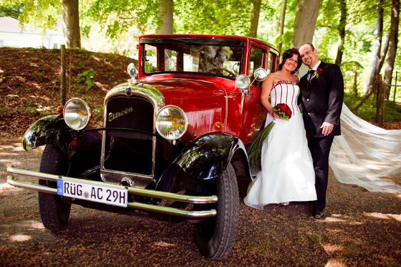 Beispiel: Brautpaar mit Auto, Foto: Cliff Hotel Rügen.