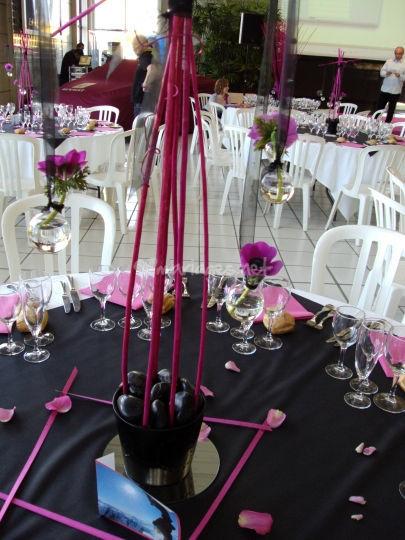 L'esprit Déco: centre de table suspensions en  fuchsia , noir.