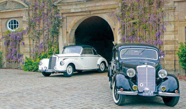 Beispiel: Hochzeitsautos im Schlosshof, Foto: Wasserschloss Lembeck.