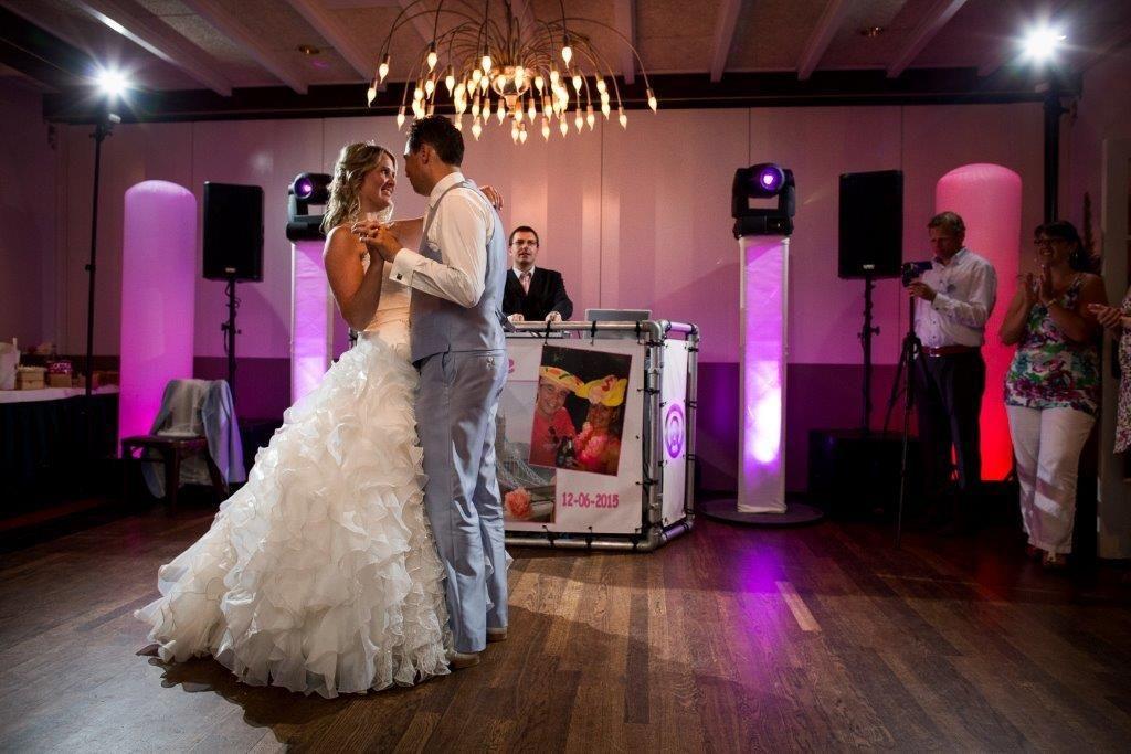 Ambitious DJ Marcel in actie met prachtig bruidspaar