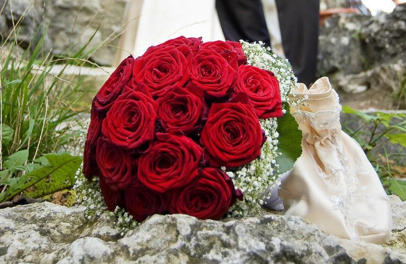 Beispiel: Brautstrauß mit roten Rosen, Foto: Blumen Eppinger.