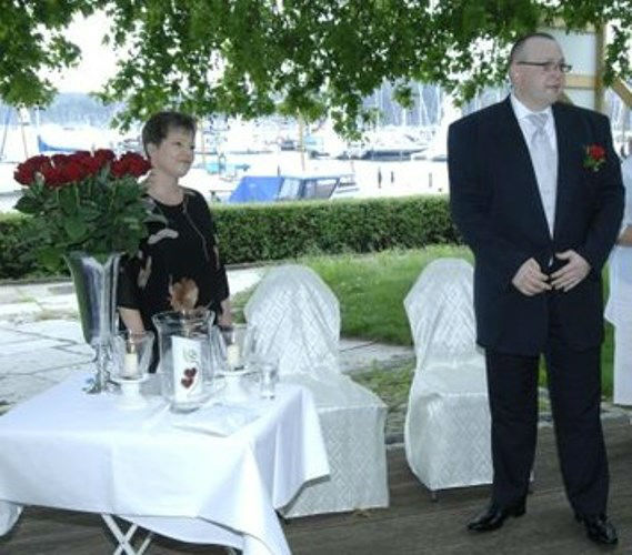 Beispiel: Warten auf die Braut, Foto: Freie Trauung Berlin.