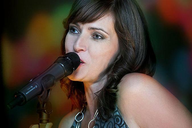 Beispiel: Sängerin, Foto: Friends of Music.