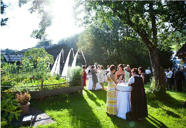 Foto: der Garten an einem sonnigen Tag