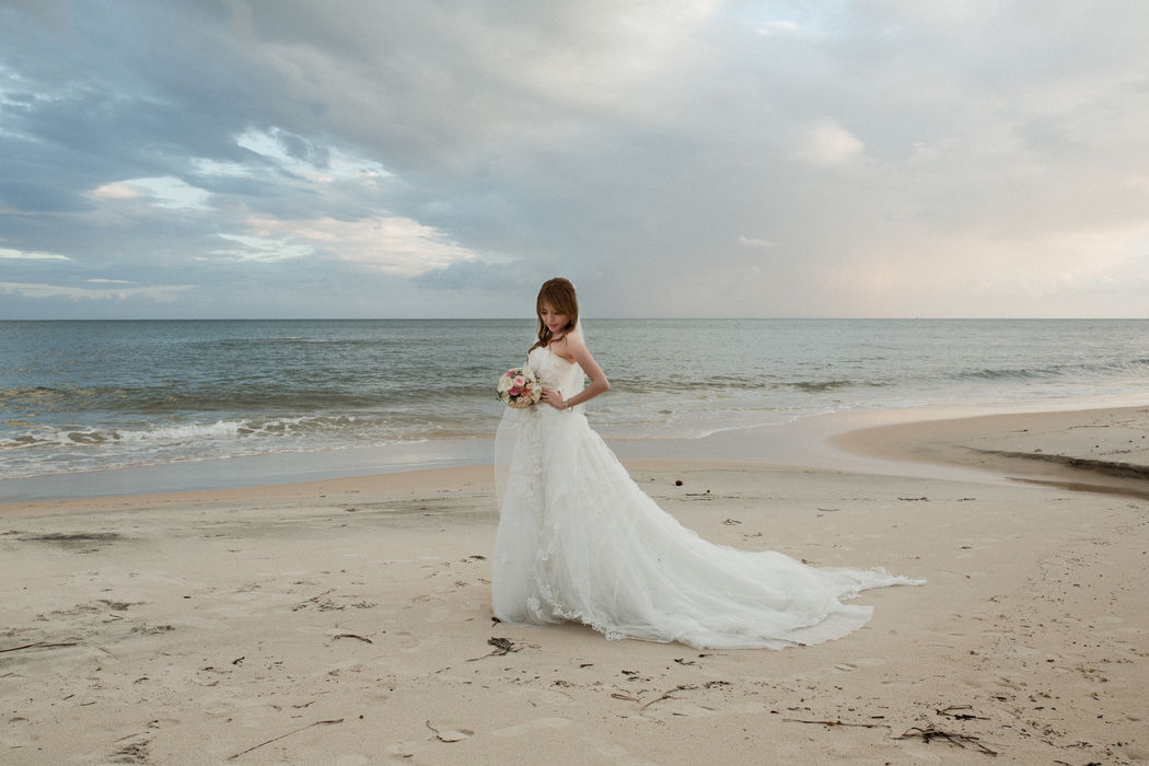Blushing bride - destination wedding in Italy