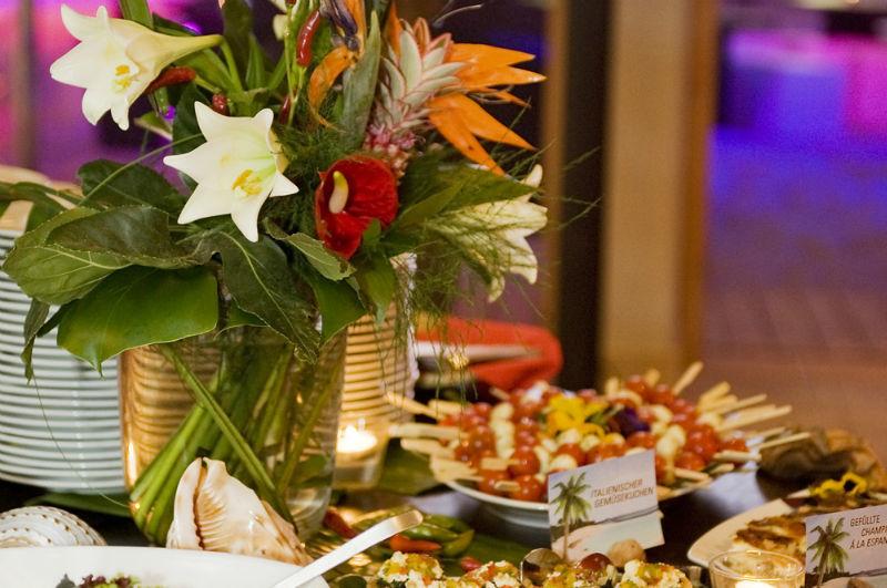 Beispiel: Florale Dekoration und Buffet, Foto: BeachCenter Hamburg.