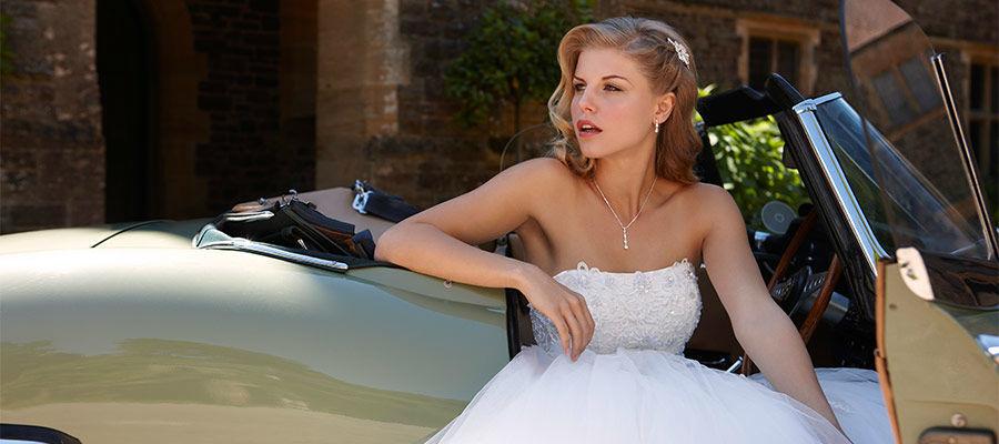Beispiel: Brautkleider mit Stil, Foto: Brautmoden Felice.
