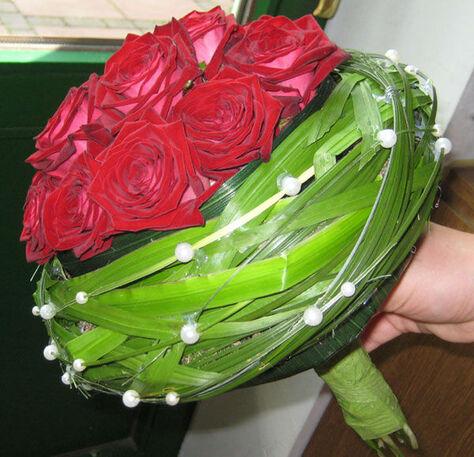 Beispiel: Blumen für die Braut, Foto: Blumen-Heidi - Die Floristen-Werkstatt.