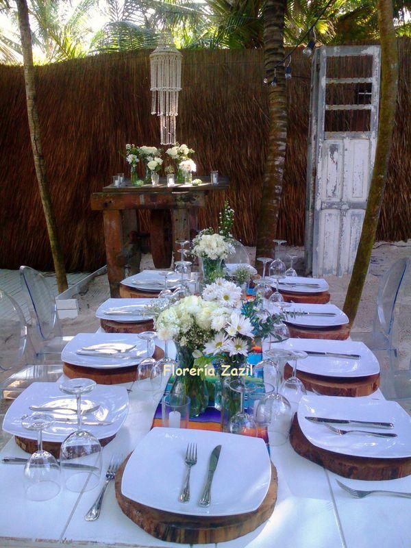 Mesa rustica para boda en la playa en Tulum, Quintana Roo. México