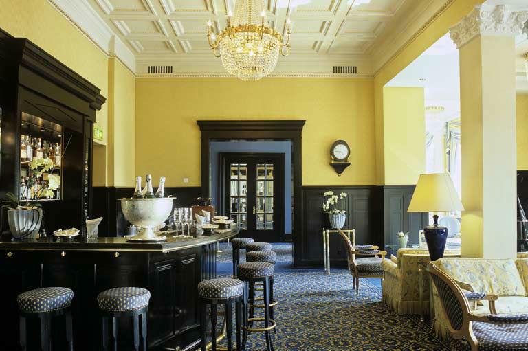 Beispiel: Bar, Hotel Eden au Lac.
