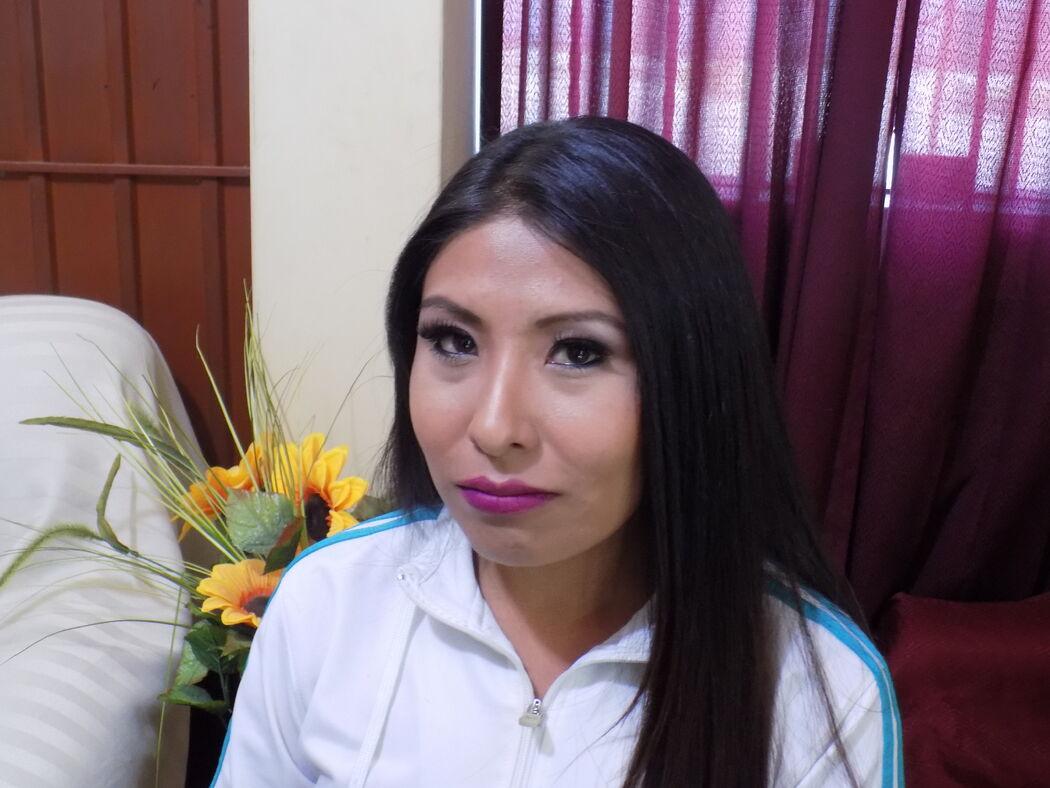 CORTEJO VIP DE LA NOVIA Fer Maquillaje Profesional La hermana más que hermosa con un maquillaje que realza su belleza Natural  FER