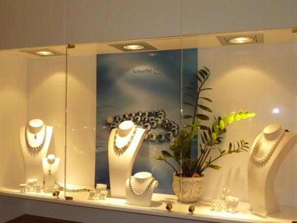 Beispiel: Juwelier Mairinger am Dr.-Arthur Lemisch Platz, Foto: Juwelier Mairinger.