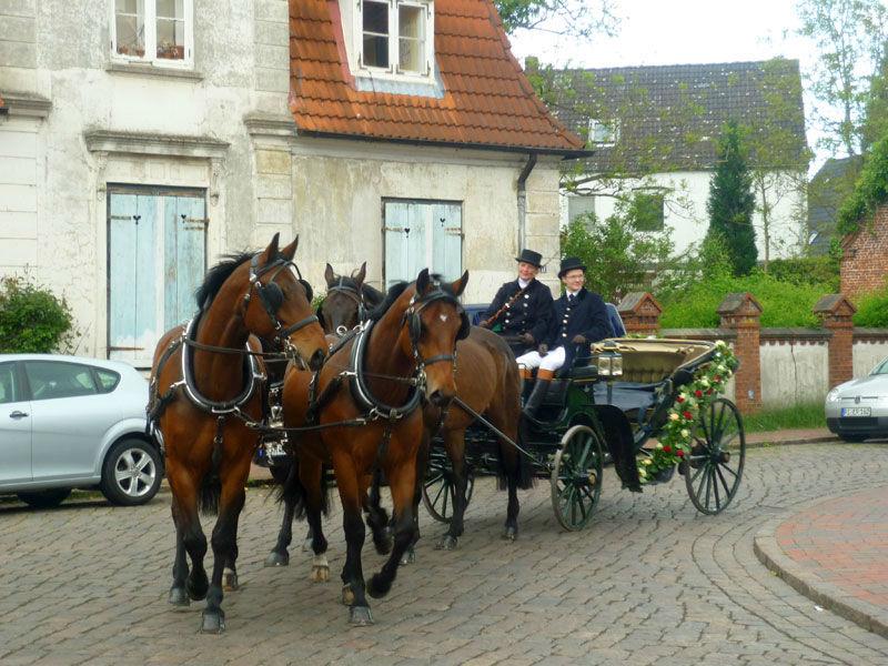 Beispiel: Romantische Hochzeitskutsche, Foto: Hochzeitskutschen-Mieten.de.