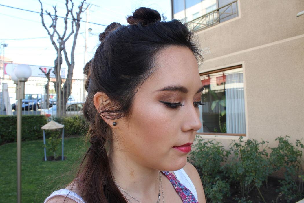 Maquillaje y peinado para Macarena