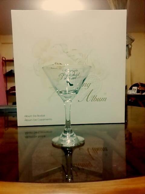 Copa de Martini grabado especial + Wedding Álbum personalizado.