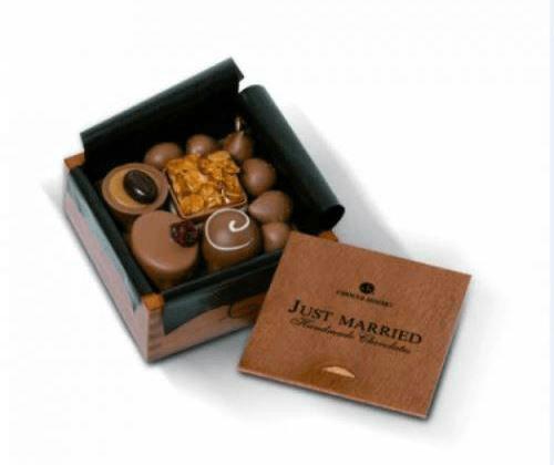 Beispiel: Kleines Pralinengeschenk in einer dekorativen Schachtel, Foto: Chocolissimo.
