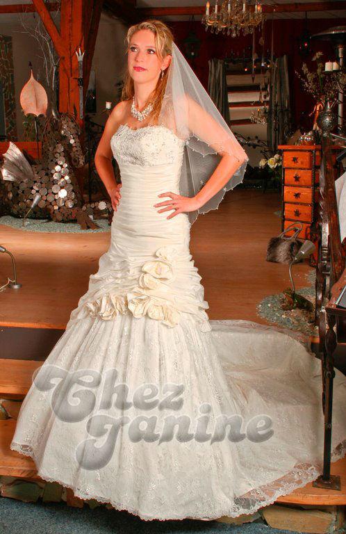 Beispiel: Traumhafte Hochzeitskleider, Foto: Chez Janine.