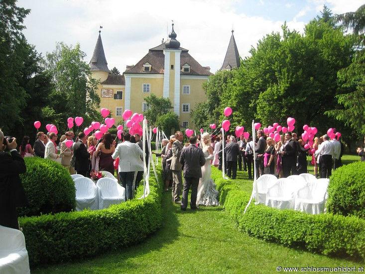 Beispiel: Trauung Rosengarten, Foto: Schloss Mühldorf.