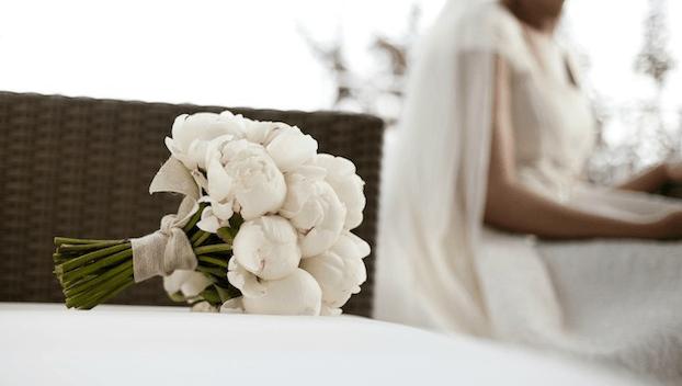 Ramo de novia de peonías blancas