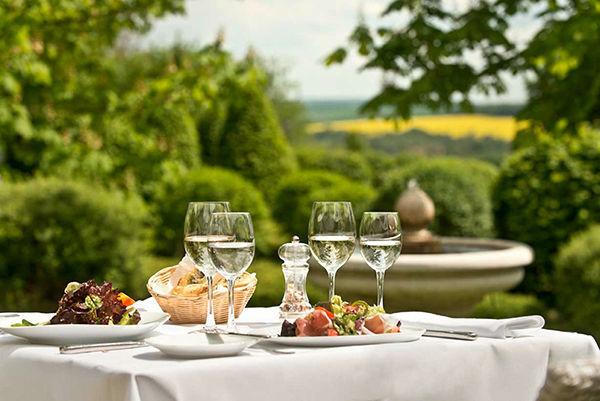 Beispiel: Terrasse, Foto: Romantik Hotel Dorotheenhof.