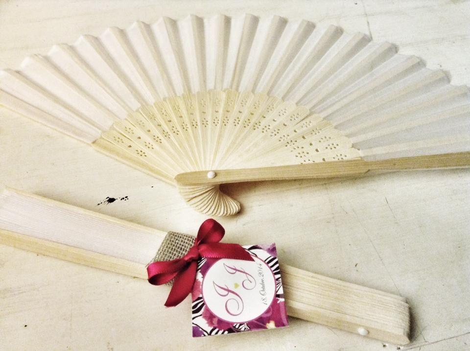 Abanicos de Bambu y tela blanca con decoracion