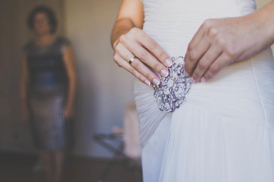 Detalle broche vestido de Novia.