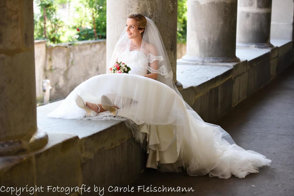 Beispiel:Die entspannte Braut lässt ihre Seele baumeln,Foto:Carole Fleischmann Fotografie
