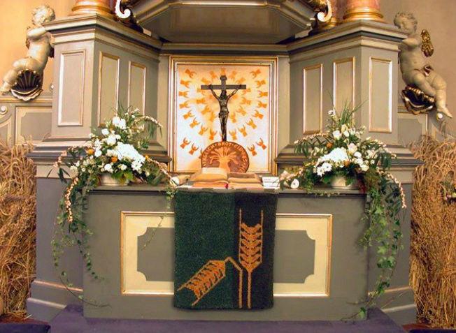 Beispiel: Altarschmuck, Foto: Blumeninsel.