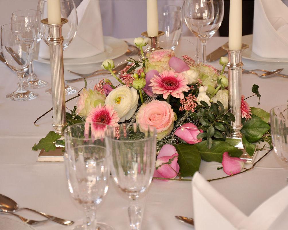 Beispiel: Tischgesteck, Foto: Blumenkunst im Prinz-Karl Palais.