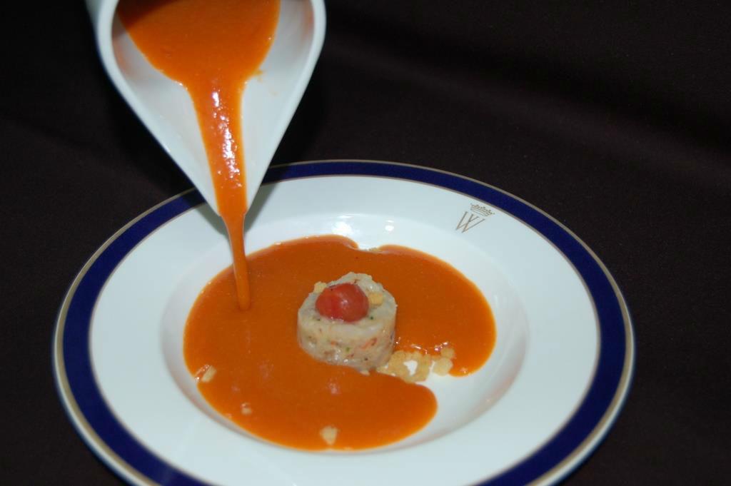 Crema suave de mariscos con tartar de gambas de Huelva