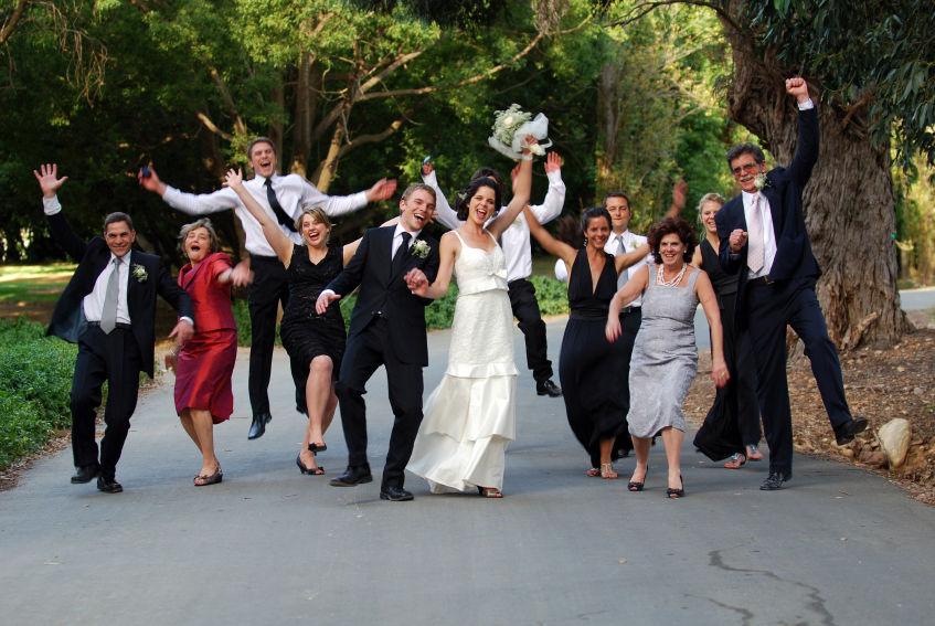 Der Hochzeitskünstler als... Comedy-Hochzeitsfotograf setzt Ihre Hochzeitsgäste ins Bild und in Aktion, Fotos zum Schmunzeln, Lachen und Staunen